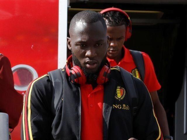 比利時前鋒Romelu Lukaku戴著Beats耳機被貼上logo。 路透社