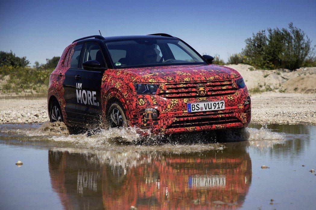 全新Volkswagen T-Cross日期在歐洲舉辦了媒體試駕活動。 摘自Volkswagen