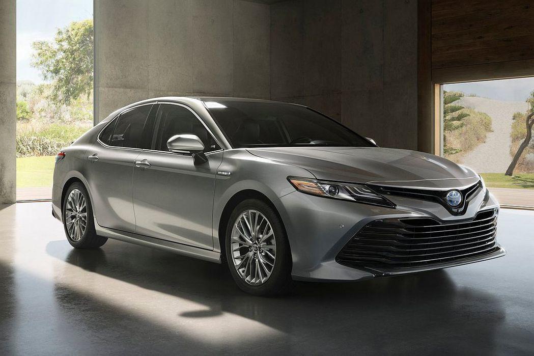 縱使傳統四門房車銷售式微,但新世代Toyota Camry的表現依然亮眼,相較去年同期增長1.07%。 圖/Toyota提供
