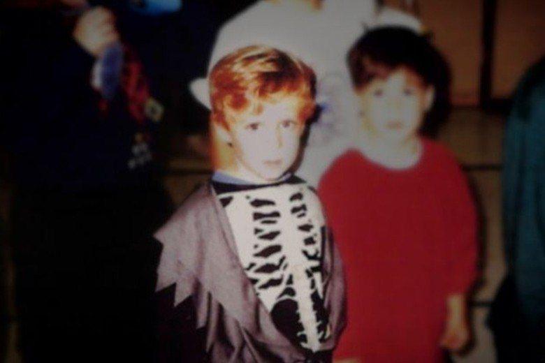 1995年萬聖節,3歲的亞當身穿骷髏衣參加慶祝會。當時他的父母已發現他不是一般小...