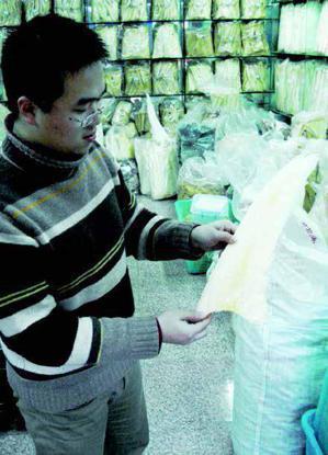 圖1:中國上海銅川水產市場的乾魚翅。/時報出版提供
