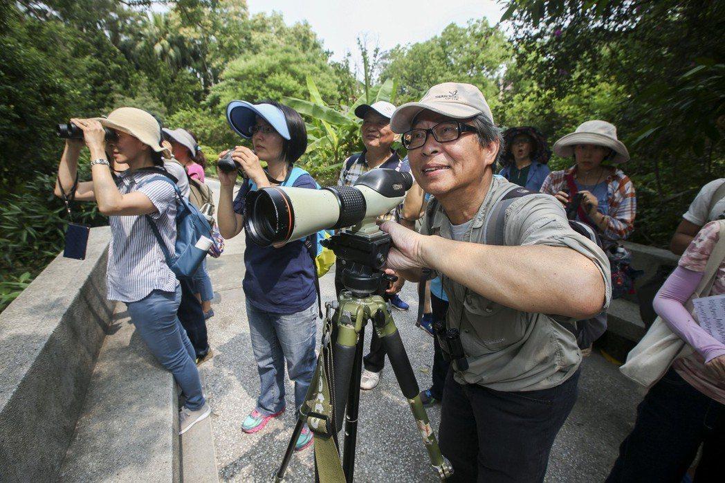 賞鳥導遊許長生的第二人生。記者楊萬雲/攝影