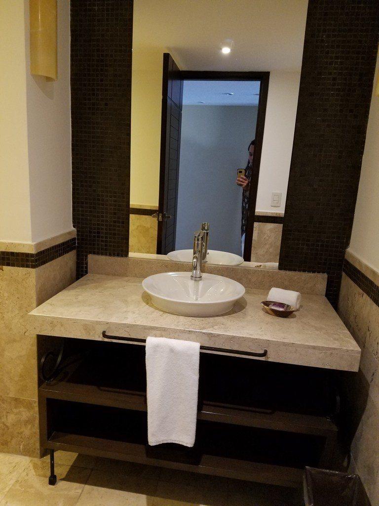 一進房門左手邊的廁所洗手台 圖文來自於:TripPlus