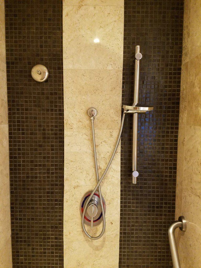 淋浴間,水溫還不差,但是水的力道沒有很強 圖文來自於:TripPlus