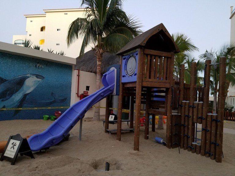 小孩專用的泳池旁也有遊樂設施 圖文來自於:TripPlus