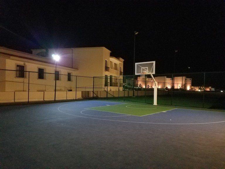 還有籃球場,不過就這麼一個半場而已 圖文來自於:TripPlus
