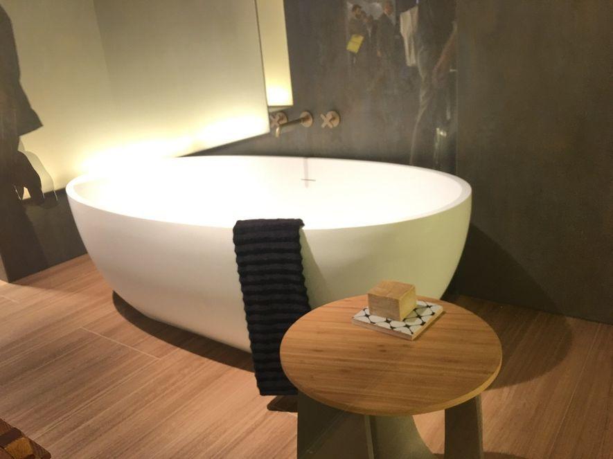 (圖)設計師打造鐵件般薄邊的浴缸與波浪紋毛巾