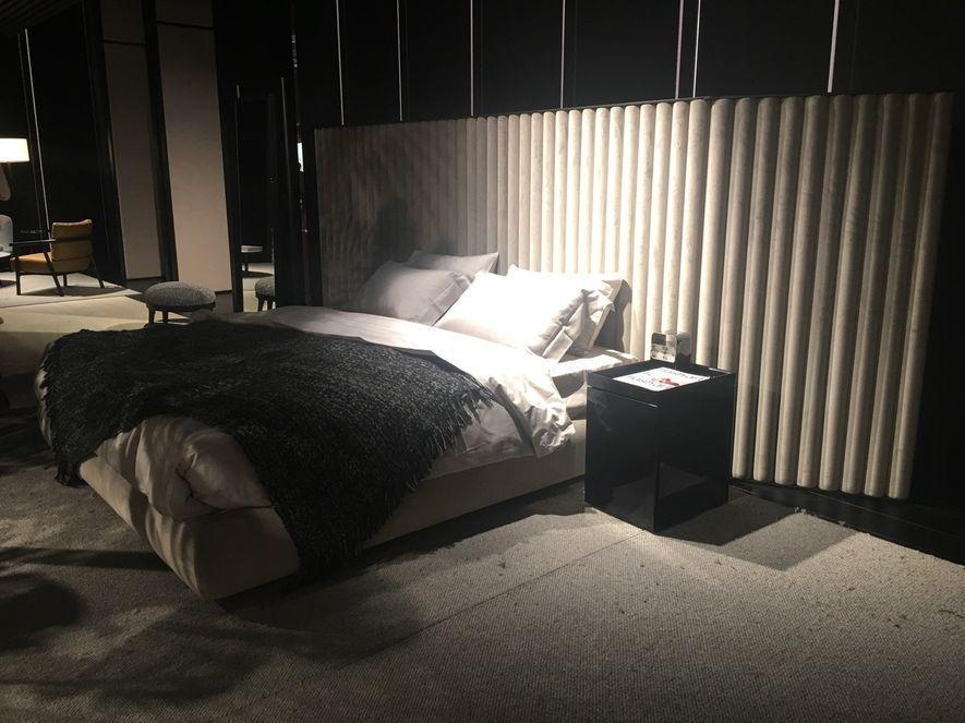 (圖)米蘭家具展中波浪形狀的床靠背設計