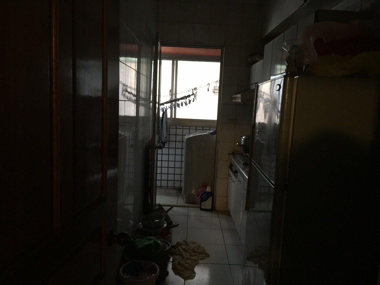 台中市西屯區黎明路三段大樓今天清晨傳出廖姓男子一家六口,瓦斯中毒意外,因門窗緊閉...