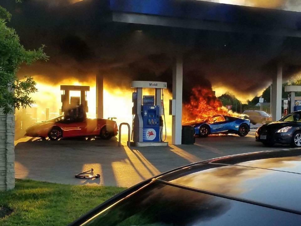 一輛藍寶堅尼7日在密蘇里州加油時意外起火燃燒。圖/取自Parker Gelber...