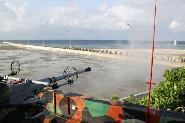 海岸巡防署在南沙太平島部署40快砲,同時將原本每半年實施一次的「環島海域實彈射擊...