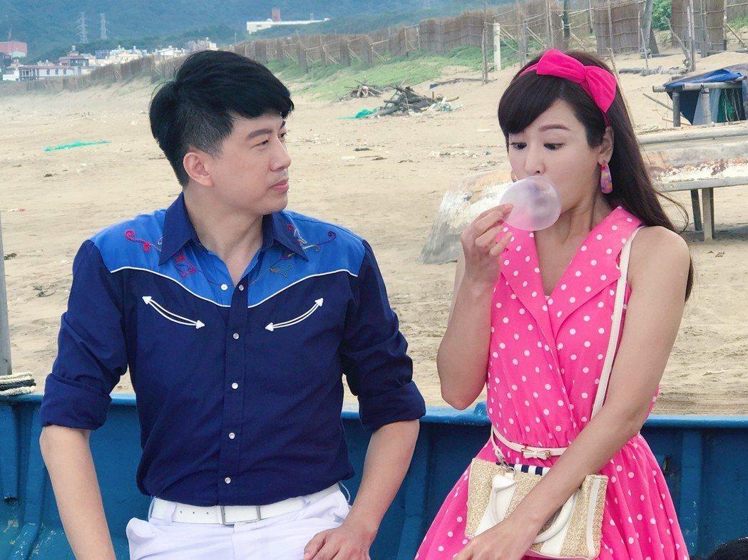 邱琦雯(右)與吳皓昇拍對手戲,她為人物設計不少俏皮動作。圖/艾迪昇傳播提供