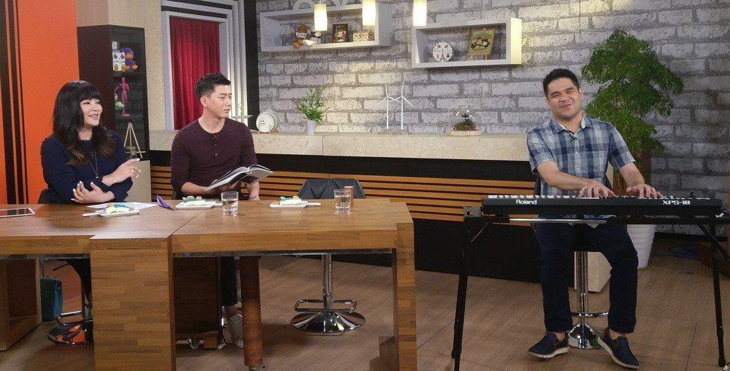 莫子儀(中)和黃裕翔上唐綺陽(左)的節目。圖/有享影業提供