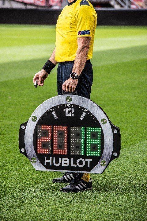 2018俄羅斯世界盃足球賽都採用了Big Bang腕表造型的裁判計時牌。圖/HU...