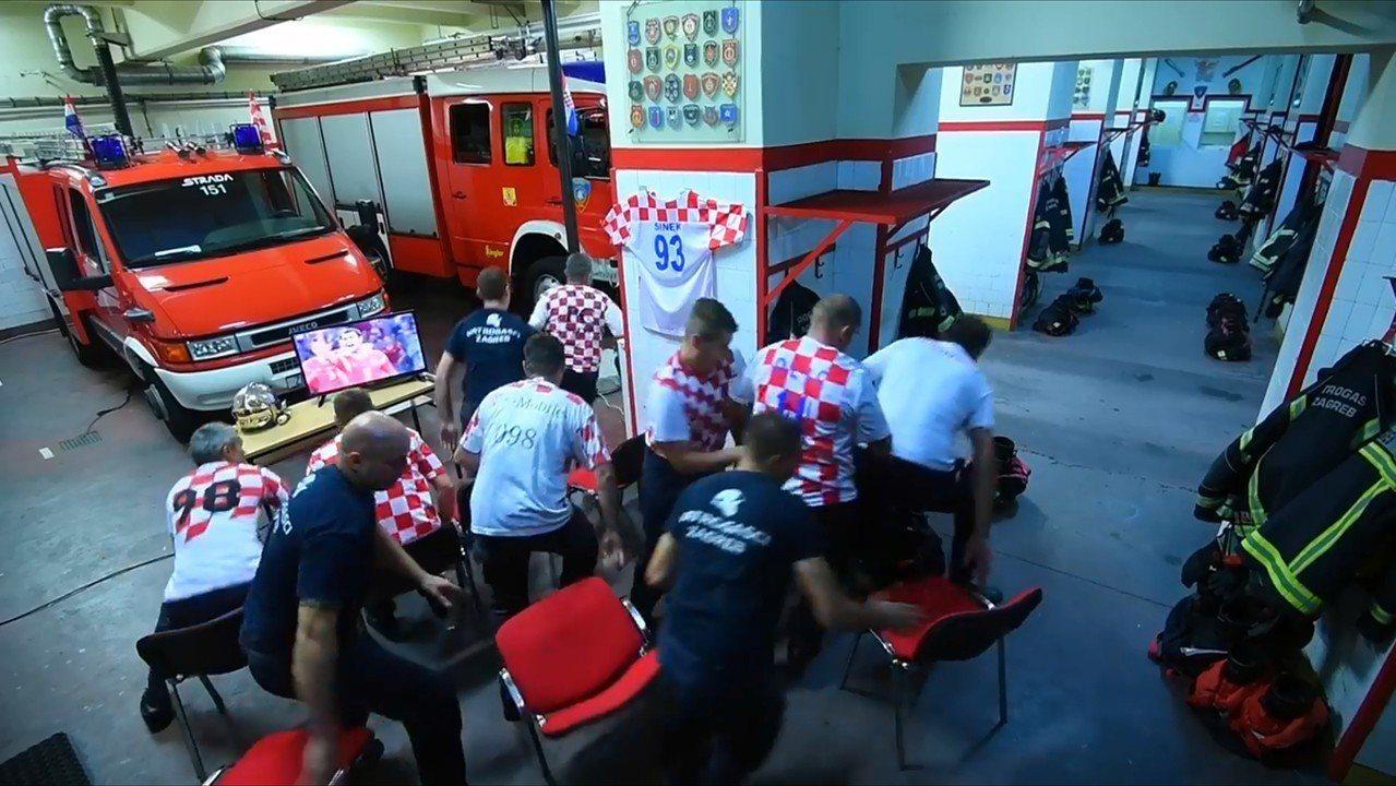 克羅埃西亞消防員觀看世足賽,在最關鍵1球時火災警報響起,所有人立刻拋下球賽,20...