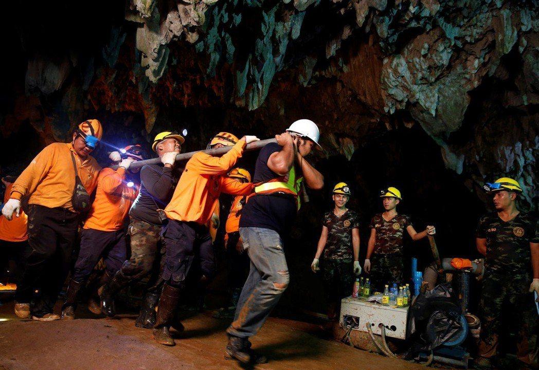 泰國山洞救難事件已有兩組電影團隊搶著改編。圖/路透資料照片