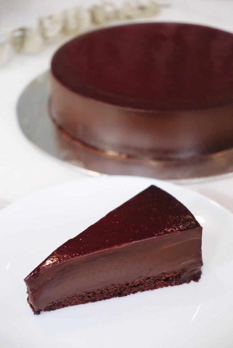 覆盆子黑巧克力蛋糕,單片260元、9吋2,600元。記者沈佩臻/攝影