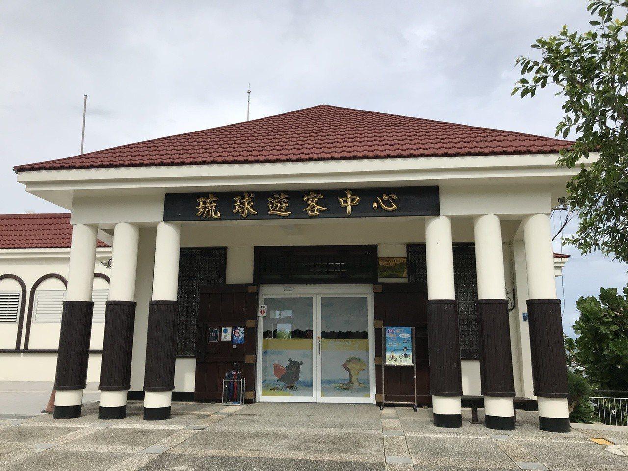 大鵬灣國家風景區管理處特別為小琉球製作了海底3D簡介影片,小島上的琉球管理站遊客...
