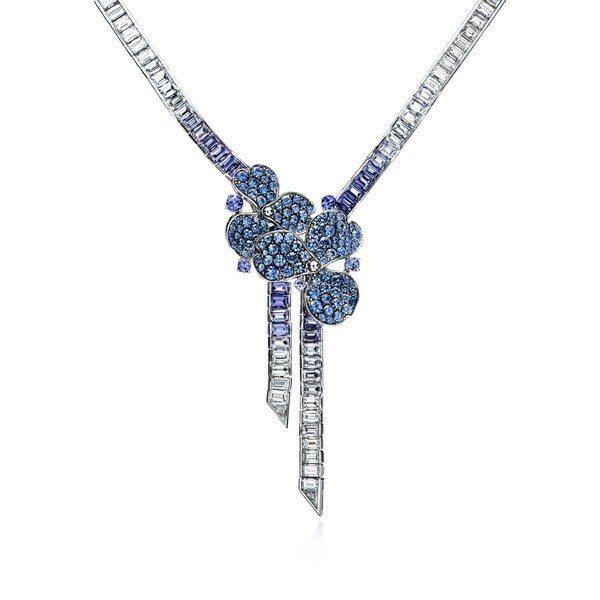 Tiffany Paper Flowers高級珠寶系列,鉑金鑲嵌丹泉石、藍寶石與...