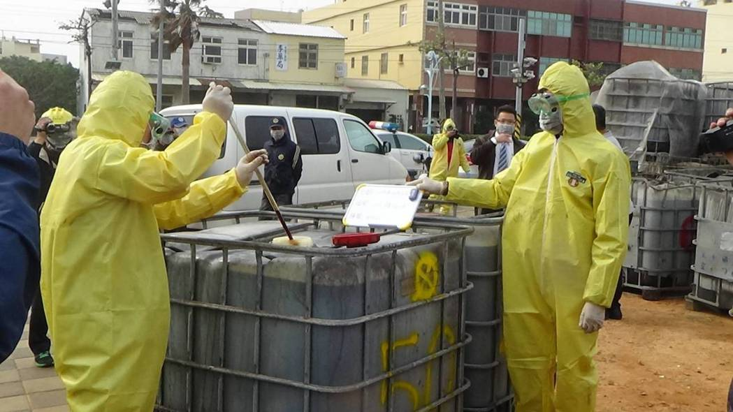 台中市梧棲區空地3年前被堆置1178桶有害廢棄物廢切削油,驗出重金屬超標,檢察官...