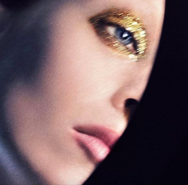 時尚無極限系列眼影,有高調又有型的極閃耀金屬光。圖/摘自IG:TOM FORD