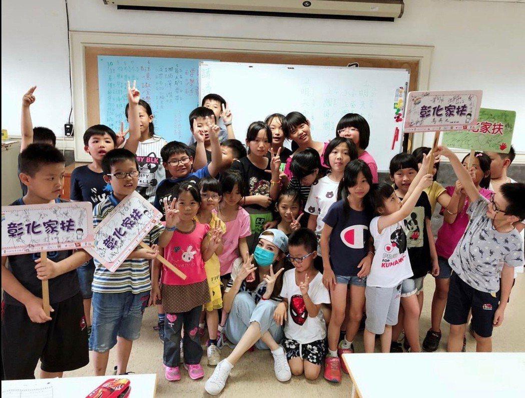 謝金燕今天在臉書po文寫出自己今天到彰化家扶實踐她的29周年慶「言出必行」。圖/...