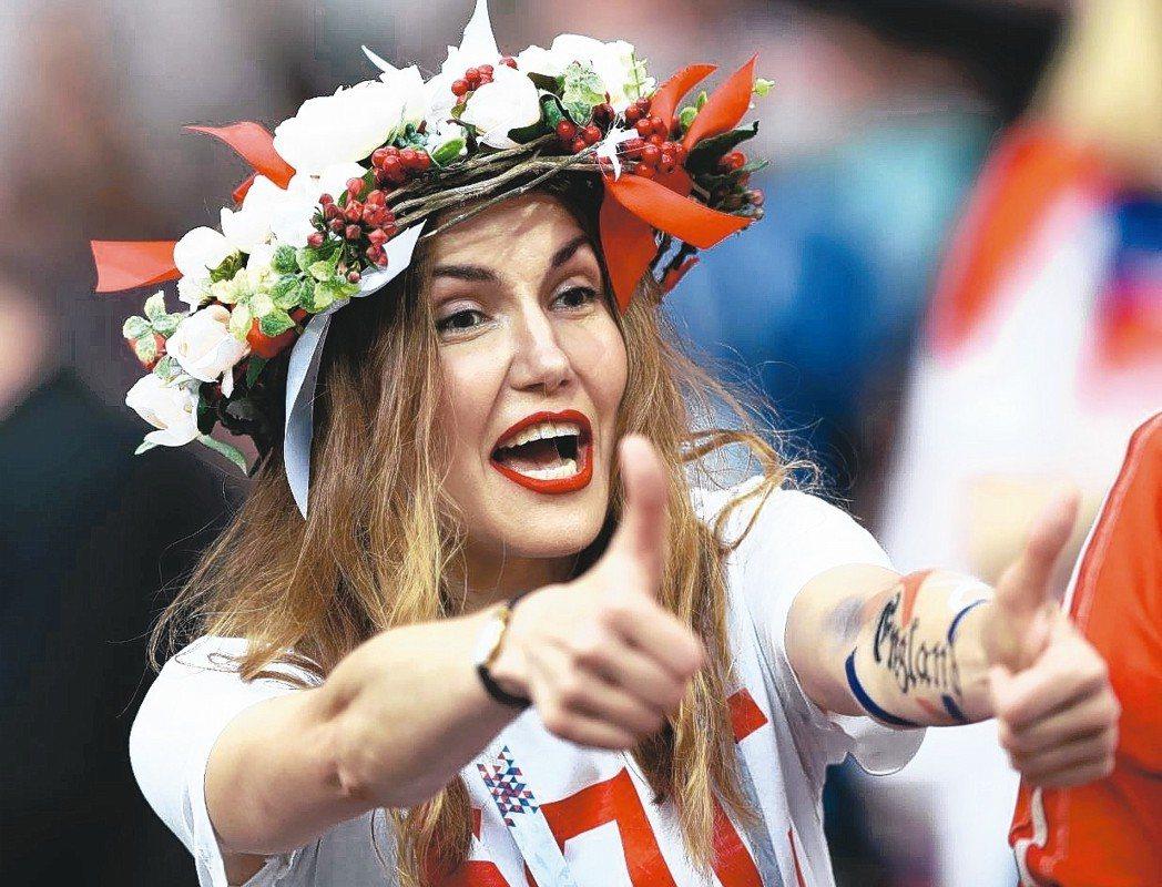 克羅埃西亞闖進冠軍賽,克國球迷笑開懷。 (新華社)