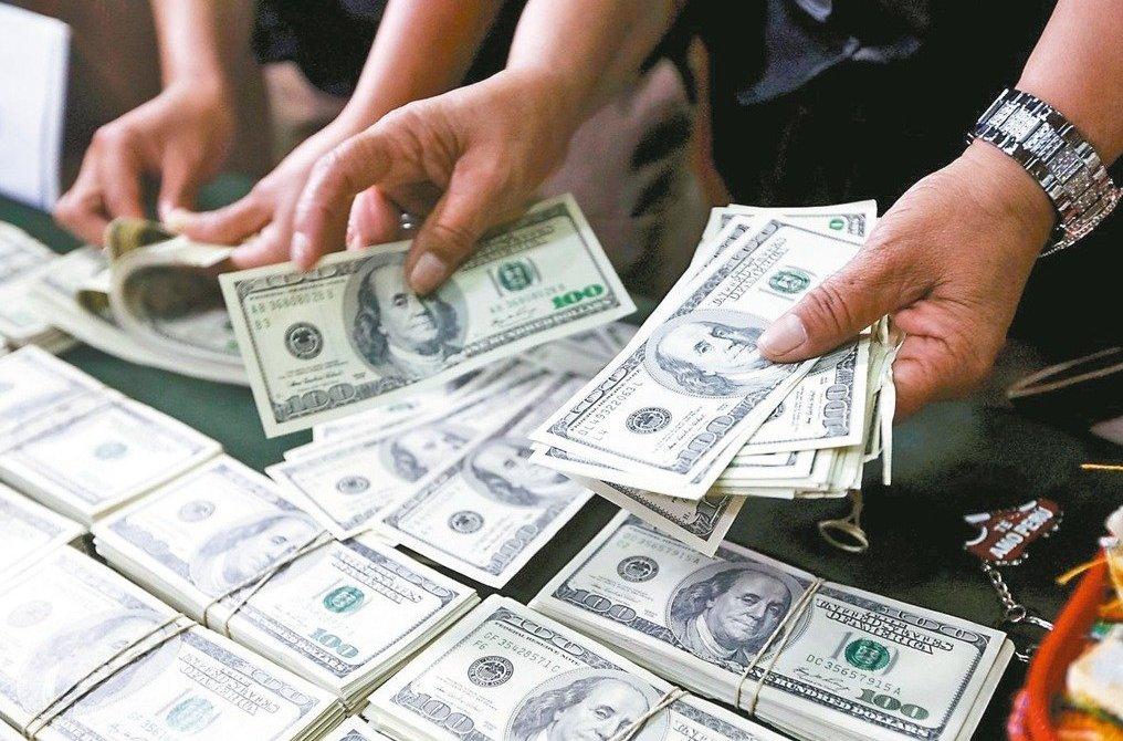 美元周二上漲,因美國聯準會(Fed)主席鮑威爾對美國經濟評估樂觀,且淡化全球貿易...