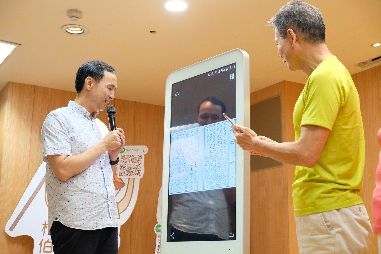 「當我們老在一起」LINE@機器人升級,還多了線上求籤功能。 記者張曼蘋/攝影