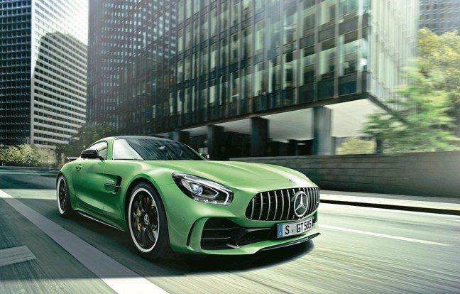 「綠色地獄猛獸」Mercedes-AMG GT R跑車也開進展場。 圖/各參展廠...