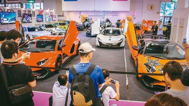 去年的超跑車展區大受歡迎,吸引參觀民眾駐足。 圖/車水馬龍網