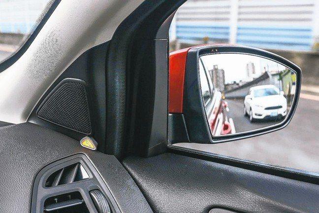 視覺盲點偵測系統 (附倒車來車警示),可偵測後方來車,及時提出警示。 圖/福特六...