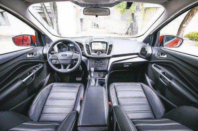 Ford Kuga「安全領航版」再升級全車高質感皮質座椅。 圖/福特六和