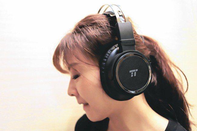 智選家在展覽中將展售一系列超值藍牙耳機。 彭子豪/攝影