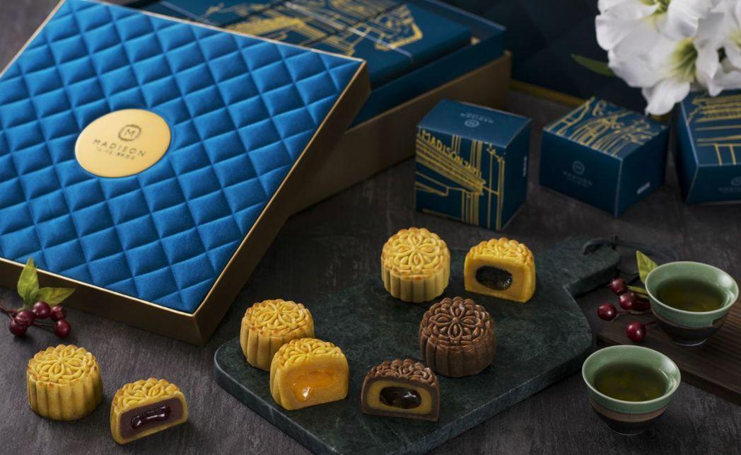 慕軒飯店《影月九如月餅禮盒》。  國泰商旅 提供