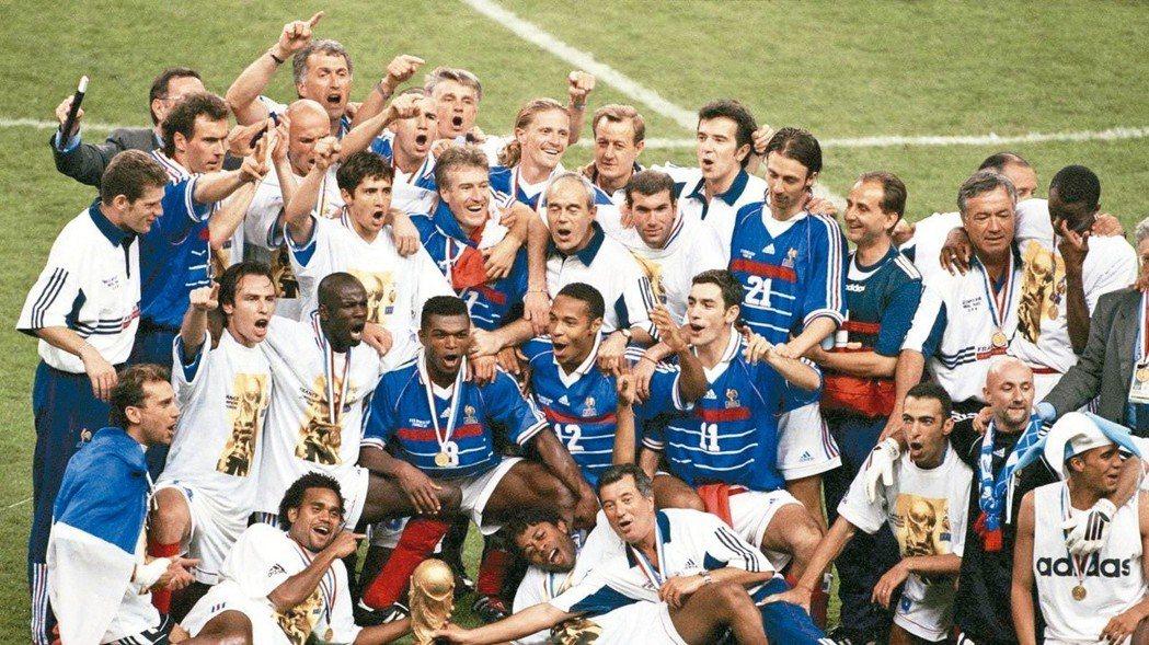 兩隊在1998年世界盃4強賽遭遇時,法國贏得首座大力神盃。 圖/截自法國足協推特