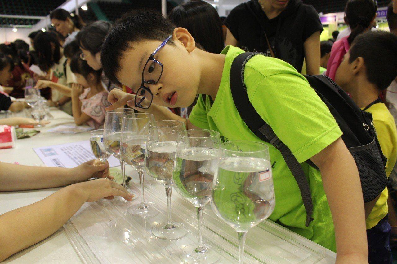 嘉義市諸羅科普探索趣昨天登場,讓學生了解科學就在生活中。 聯合報系記者姜宜菁/攝...