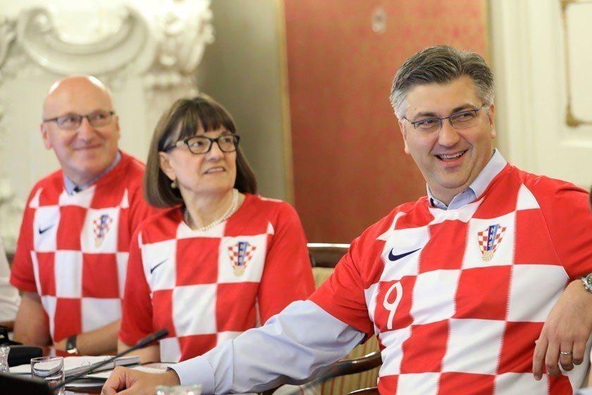 克羅埃西亞在世界盃發揮高超球技與展現堅強韌性,一路過關斬將殺進冠軍賽,克國總理普...