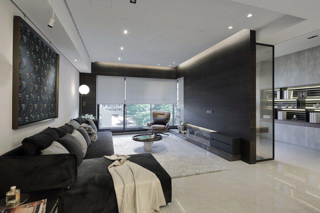 以結構性最強的九宮格系統佈局,並採用高達80支日本住友制震壁。提升住宅更高安...