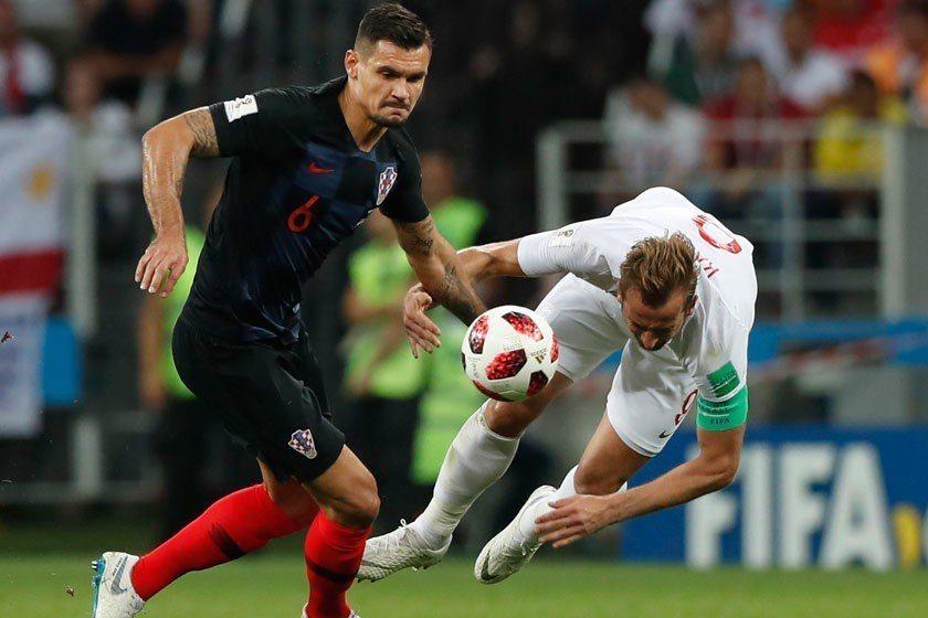 一腳踹開英格蘭之後,克羅埃西亞的冠軍之路正式進入最終戰,歷史正寫在腳下! 美聯社