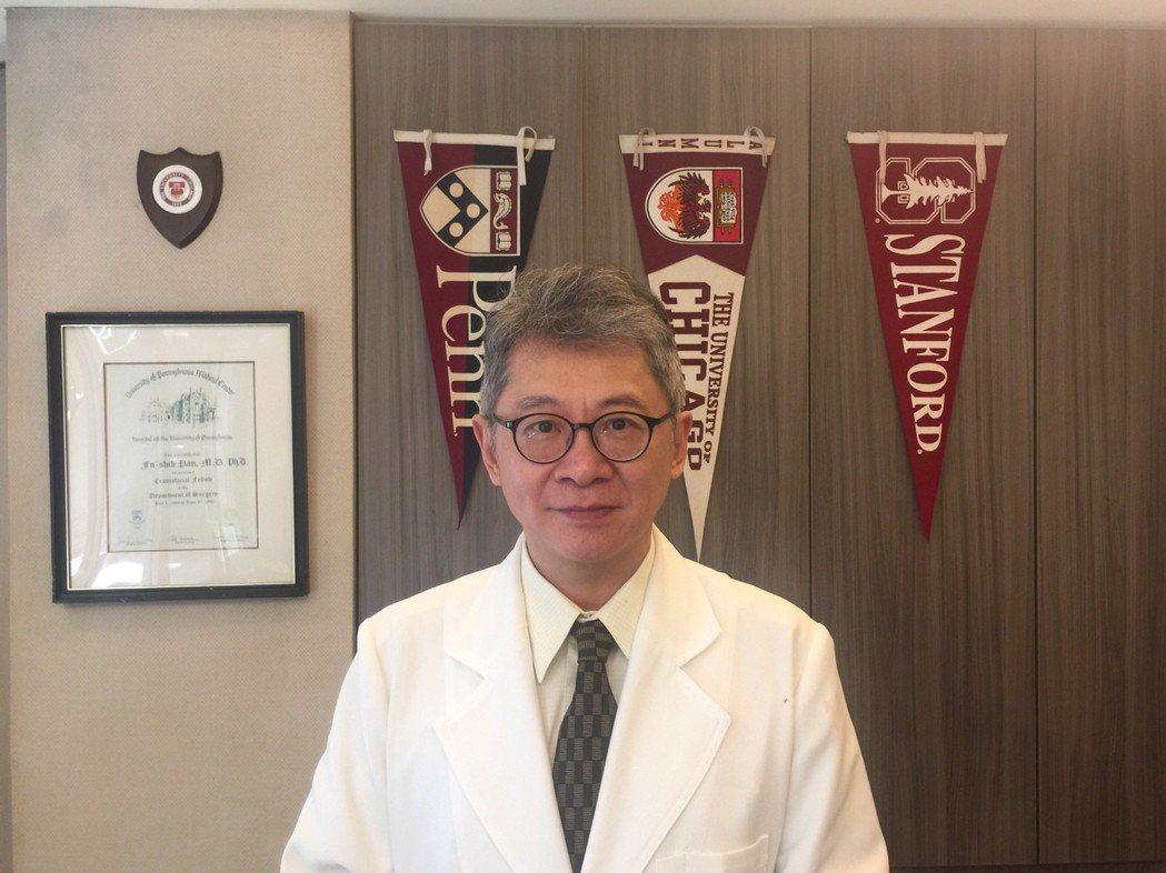 天荷生化科技董事長潘扶適醫師表示,看好「生物治療中心」與「MIRATRANSFO...