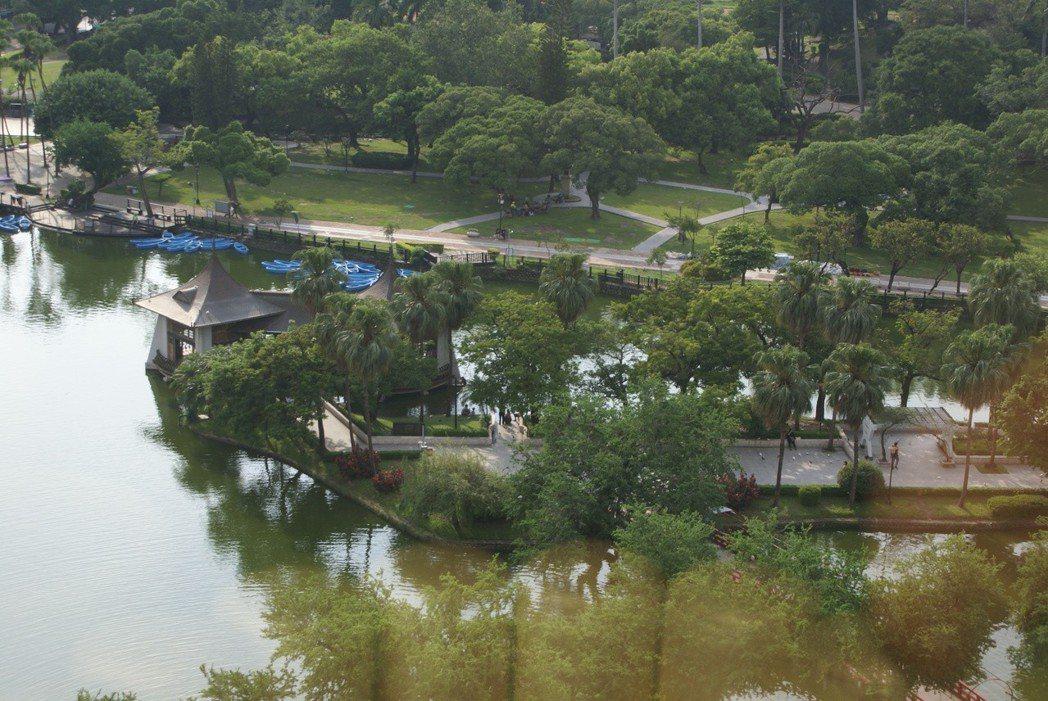 台中公園智選假日飯店俯瞰「台中公園」地標的房間,成為最大飯店賣點。 吳青常/攝影
