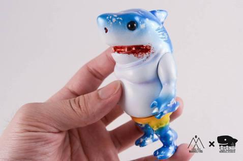 玩具設計師趙譽設計出軟膠玩具「小鯊童」,重新帶動衰退的軟膠玩具產業。圖/《職人》...
