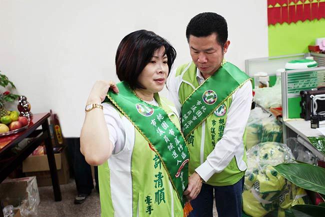 許清順和太太李淑惠「一人當選,兩人服務」