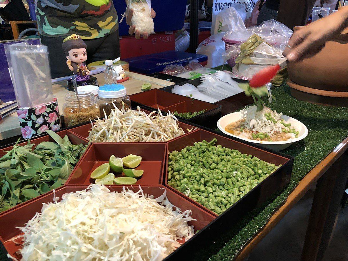更有「隨你任意夾」的蔬菜搭配攤,健康滿點。