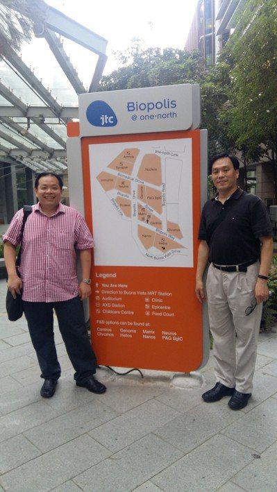 長庚大學醫學院生醫系副教授王永樑(右)赴新加坡生醫園區 (Biopolis),跟...
