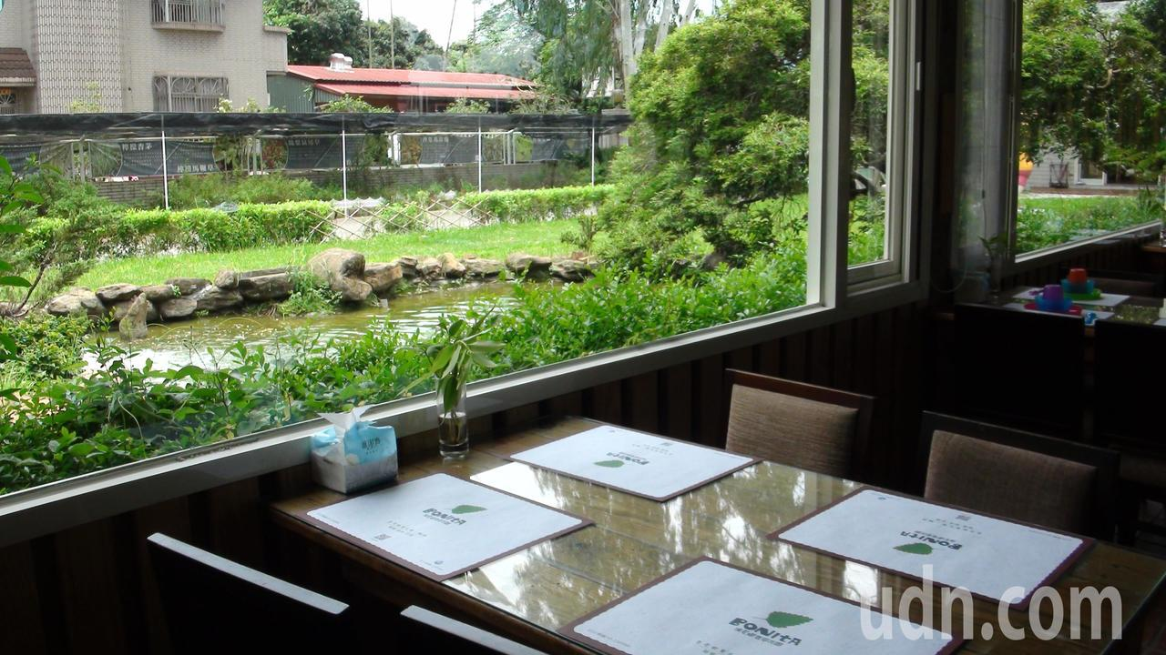 波尼塔香草花園是全嘉第一家精緻蔬食餐廳,有30多道料理。記者謝恩得/攝影