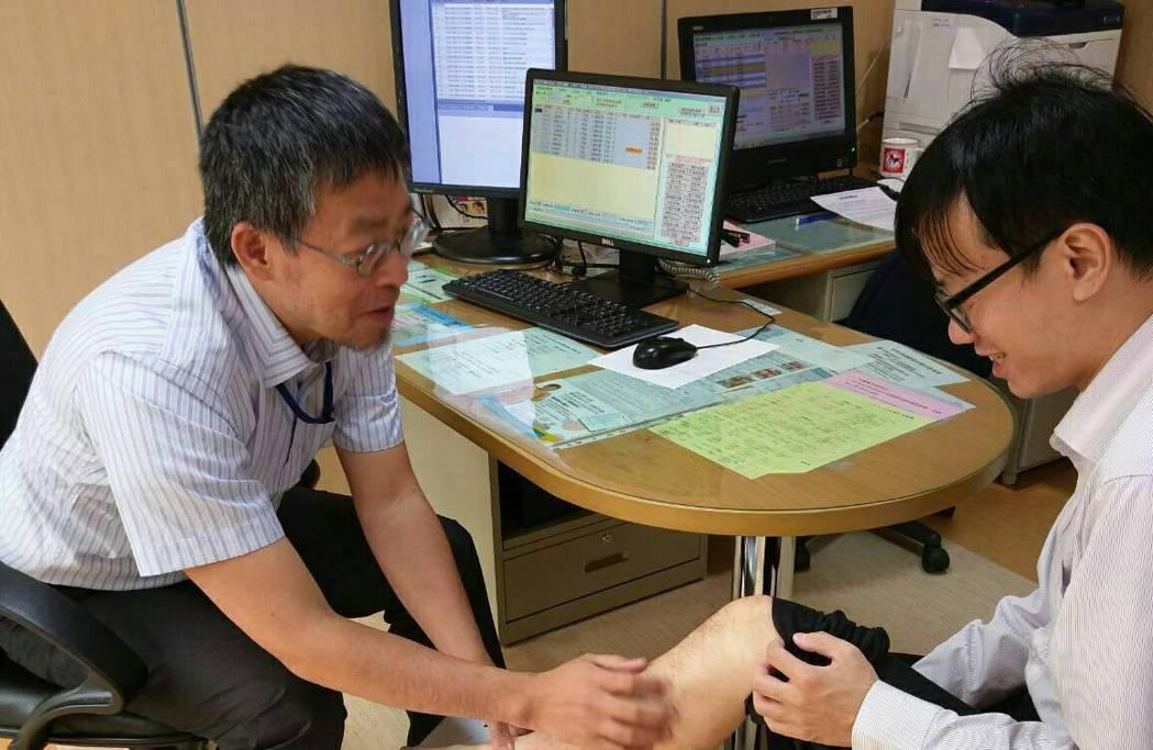 心臟外科醫師林伯彥提醒,民眾經長程飛行當心出現「深部靜脈栓塞(又稱經濟艙症候群)...