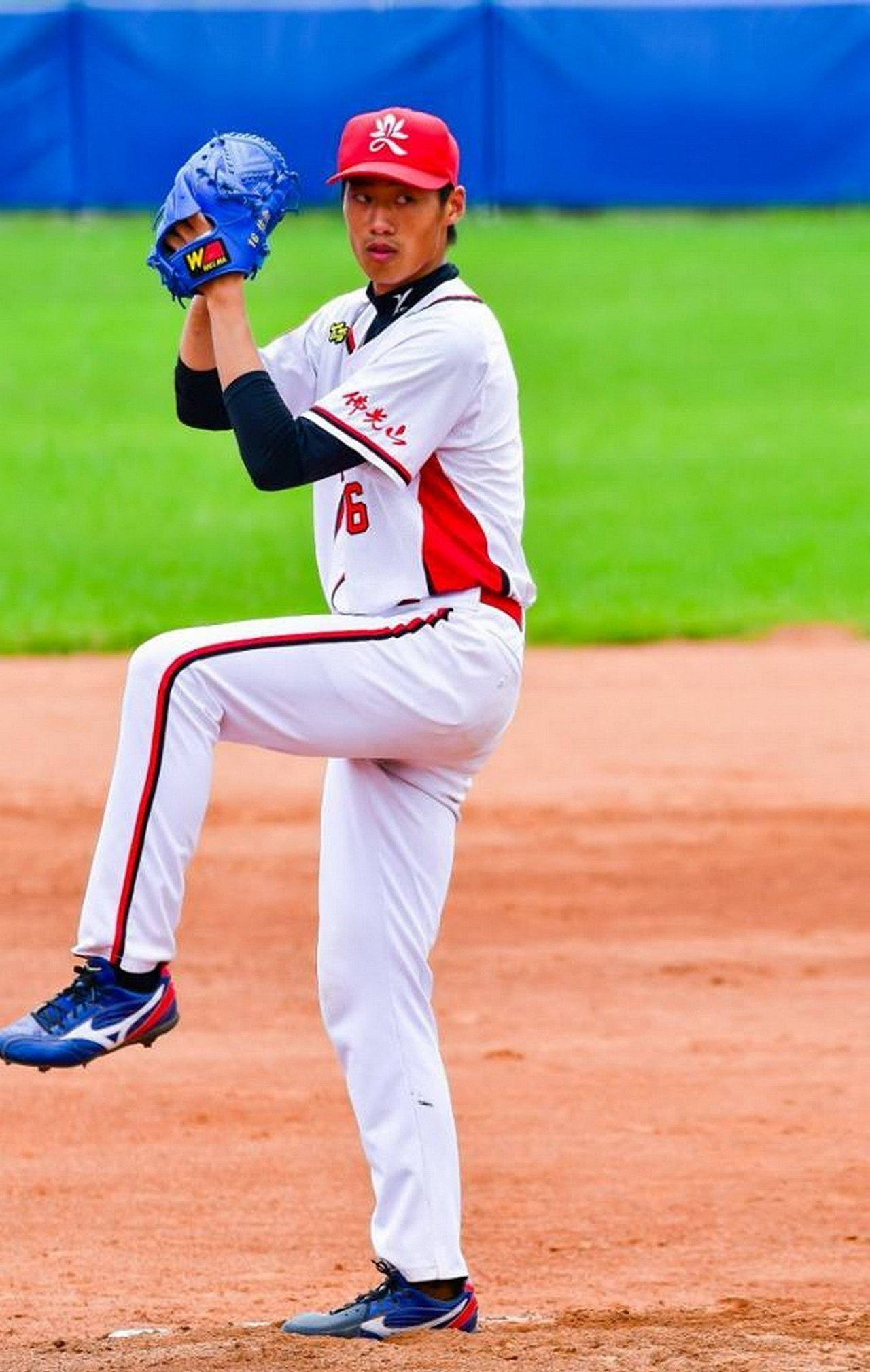 南華大學棒球隊投手翁瑋均獲Lamigo桃猿隊於第一輪指名。圖/南華大學提供