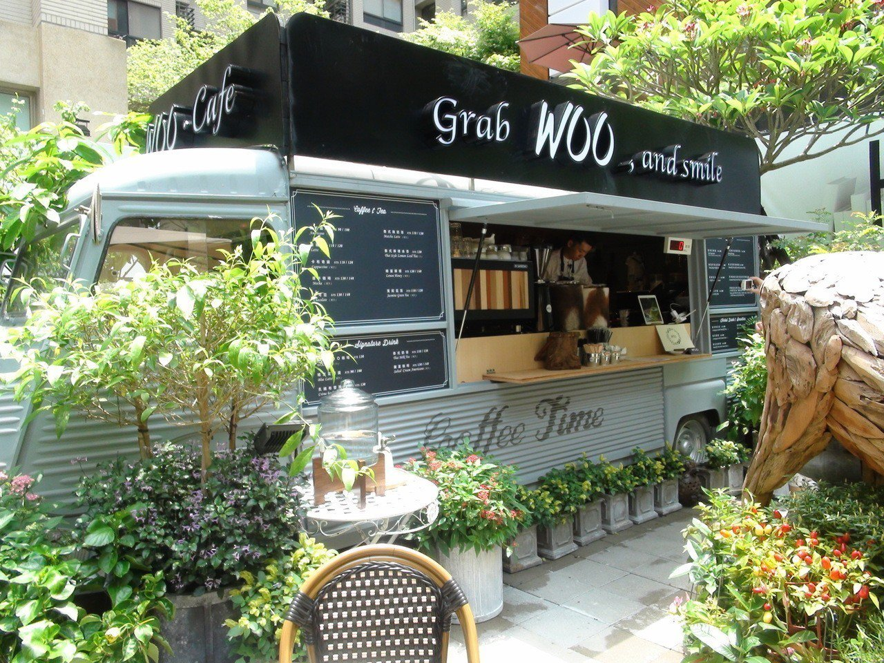 主打泰式街頭小吃及泰式冰飲的「WOO Grab」,近期插旗台中7期「T&R廣場」...